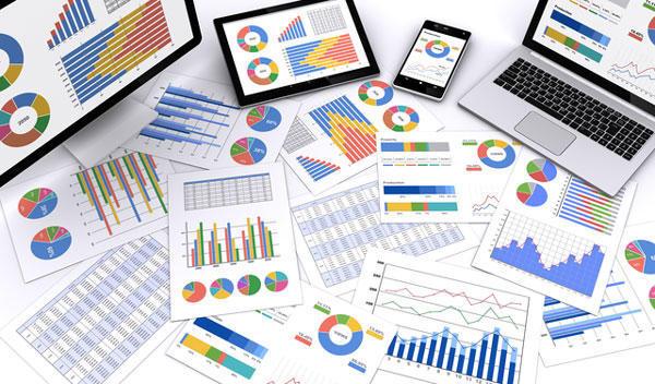 グラフや図表などが記されている資料